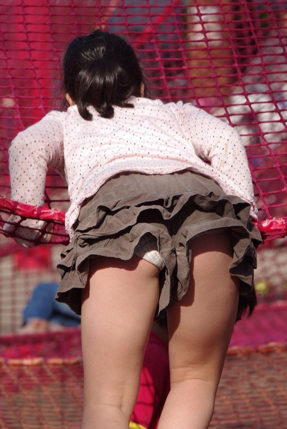 パンチラ  女子小学生全裸画像